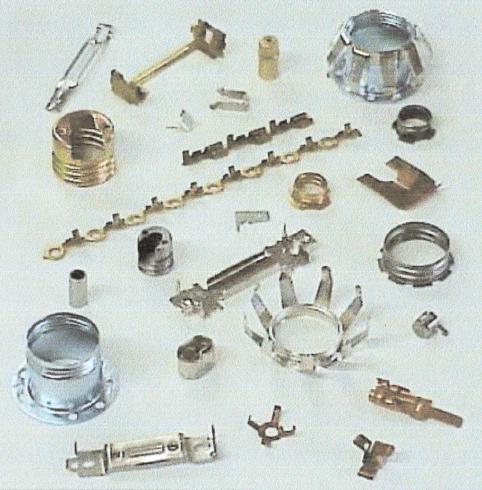 stampaggio accessori metallici progressivo